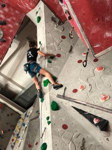 kletterturm-gschwendt-luisa-abzieher-finale-toelzer-stadtmeisterschaft_