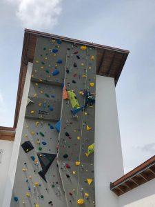 kletterturm-gschwendt-raeumlichkeiten-aussenkletterwand